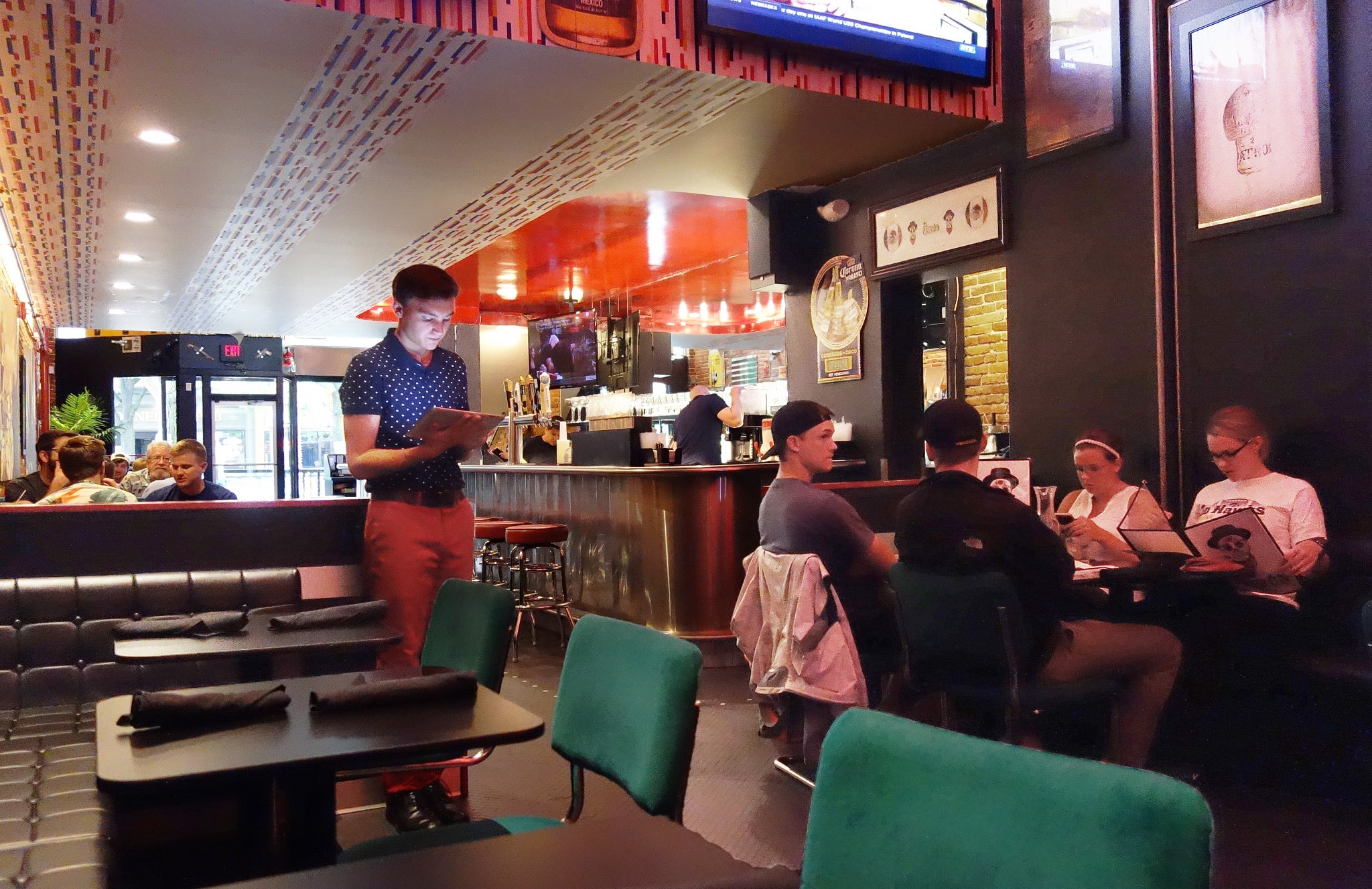 Advantages To Switching To A Payattable Model Put Clover In - Pay at the table restaurant