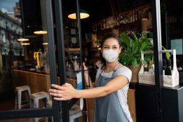 Restaurant employee with mask