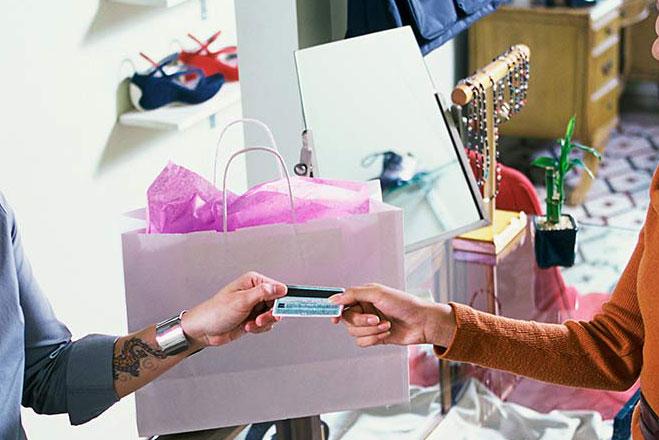 Exchanging credit card at shop