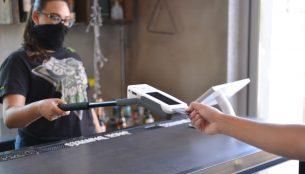 Clerk using a Clover Flex Extender