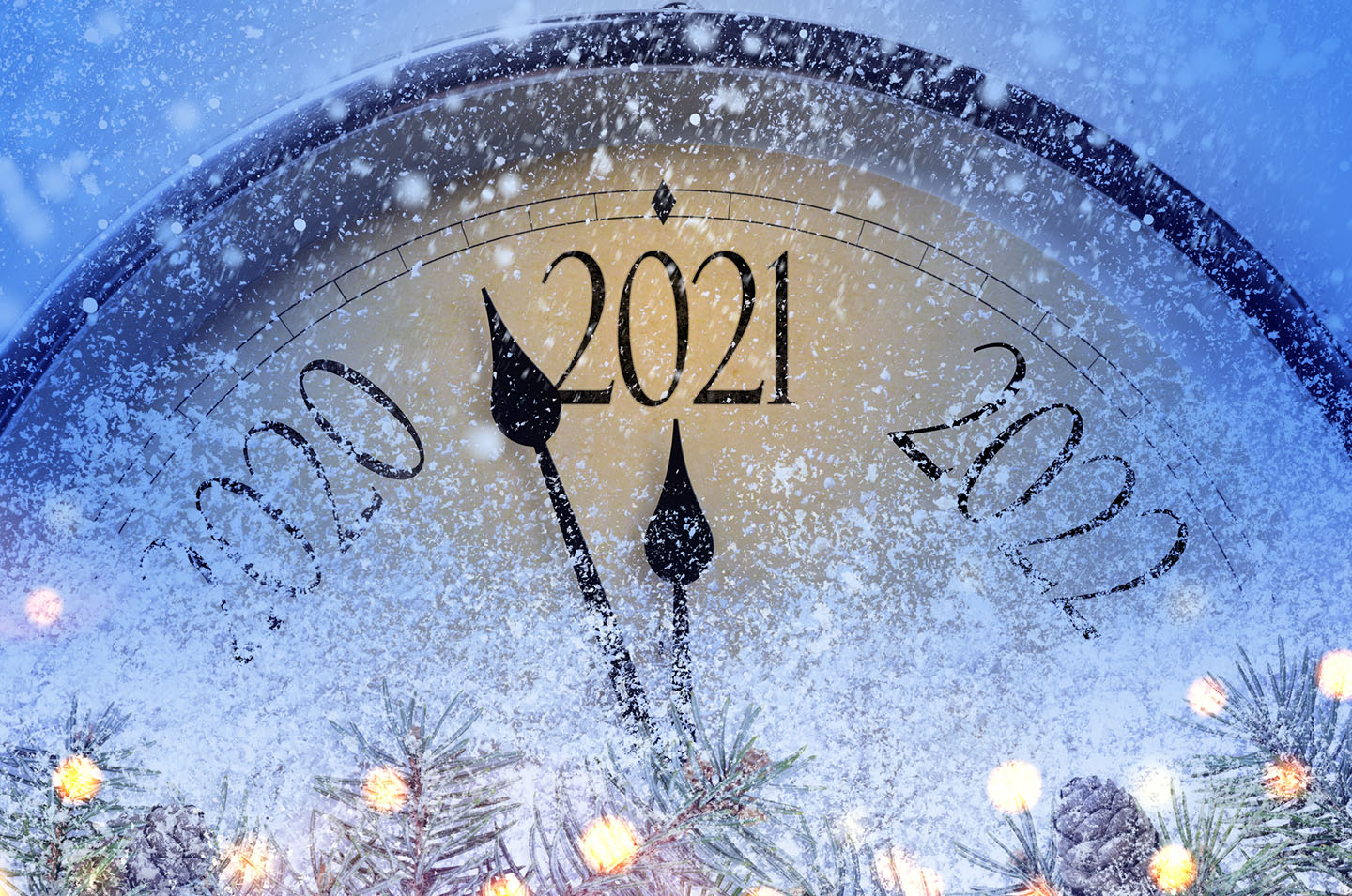 Clock with hands between 2020 and 2021