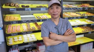 Frays-Donut-House-owner-and-donut-case